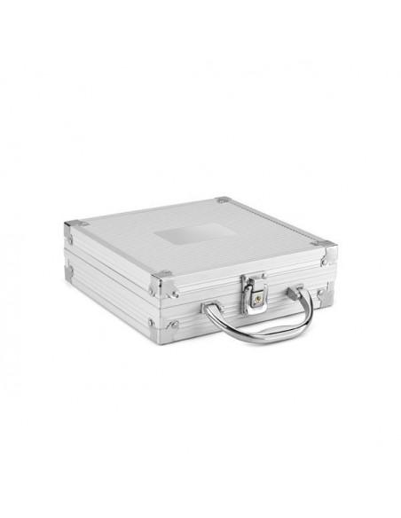 Gra w pokera w aluminiowej walizce